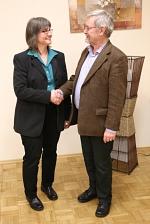 Horst Prüfer gratuliert Anja Altmann zur Nominierung